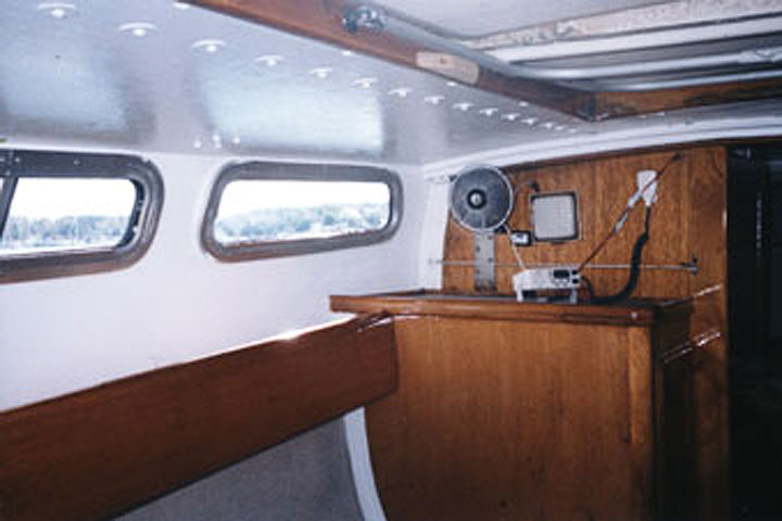 The Cal 25 foot WindDrift Sailboat Rental interior