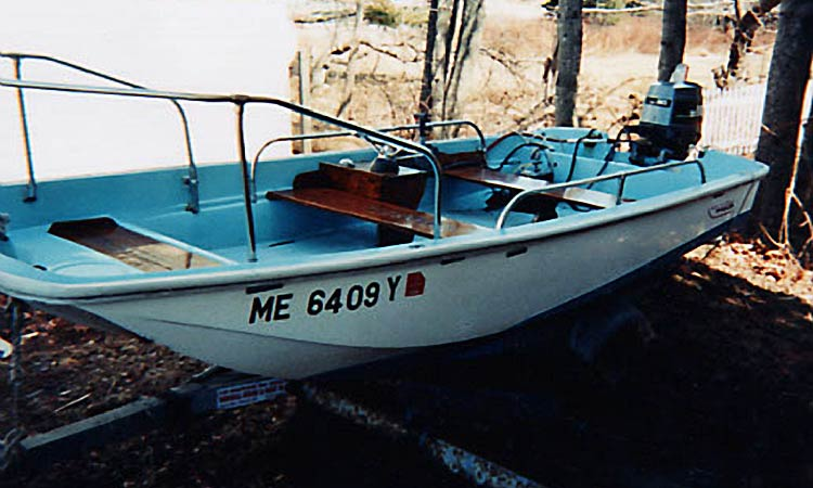 The 13 foot 6 inch Boston Whaler Motorboat Rental at Mansell Boats Rental Company